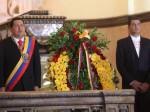 Hugo Chávez y Rafael Correa junto al sarcófago de Manuela Sáenz