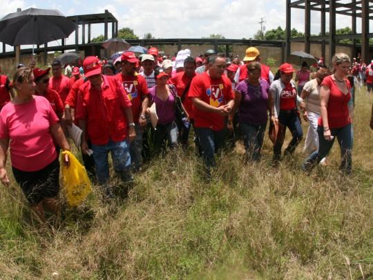 Cabello recorre las comunidades de Maturin junto al pueblo