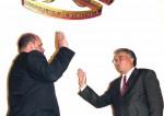 Willian Lara juramenta a Francisco Ameliach como presidente de la Asamblea Nacional en enero de 2003.
