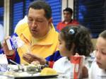 Chávez junto a niños