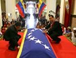 Chavez urna Simon Bolivar Panteon Jaua