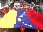 Trocolor nacional ondea en la Gran Marcha por la Soberanía. Foto: AVN