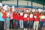 Stella Lugo entregó certificados a Comanditos del PSUV de Palmasola, estado Falcón.