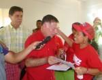 Francisco Arias Cárdenas hace entrega de viviendas en el municipio Cabimas.