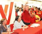 Comandante Arias Cárdenas entregó aportes para mejoras de viviendas en la parroquia Venancio Pulgar de Maracaibo.