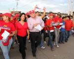 Junto a la comunidad Stella Lugo recorrió varias calles del sector El Sabino / Foto: CCC Falcón.