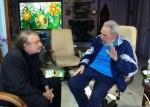 Momento del encuentro de Ignacio Ramonet y Fidel Castro